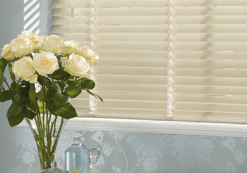 Wood Venetians with tapes - antique cream