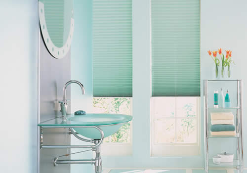 Pleated blinds in creped jade