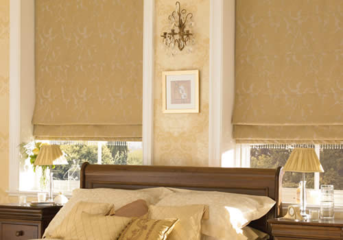 Roman blinds in jacinda gold with bead